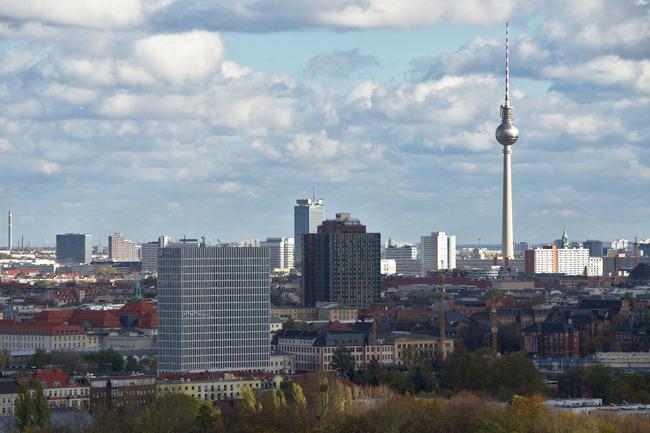 Total Tower am Hauptbahnhof und Bettenhaus der Charité
