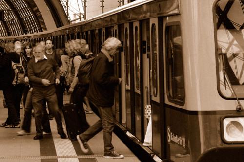 Beim Einstieg in die S-Bahn Berlin
