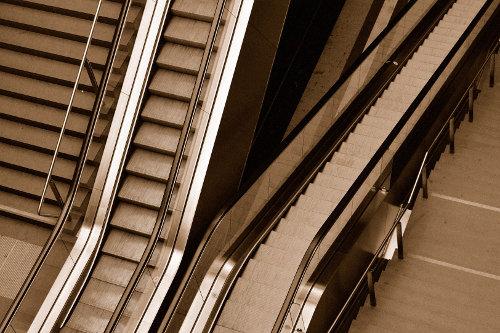 Treppen und Rolltreppen im Hauptbahnhof Berlin