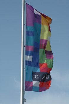 Fahne und Logo der Christian-Albrechts-Universität zu Kiel