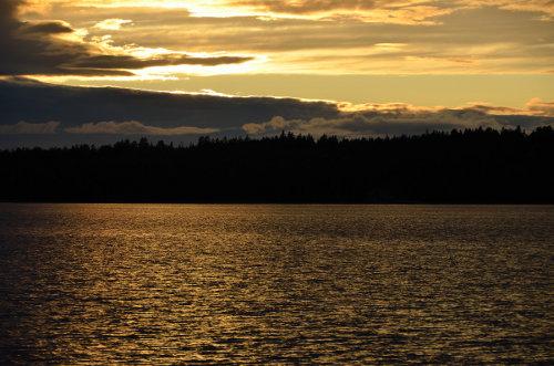 ein erster wunderschöner finnischer Sonnenuntergang; die extrem langen Nächte Dank Sommernacht gaben viele Möglichkeiten Sonnenuntergänge zu fotografieren