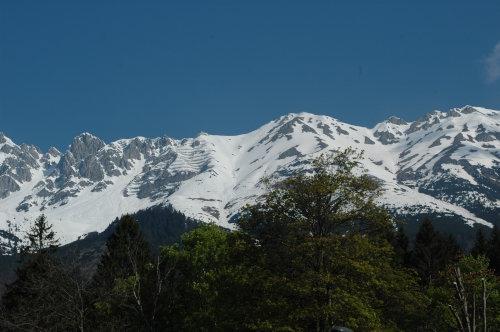 Alpen bei Innsbruck noch mit Schnee bedeckt