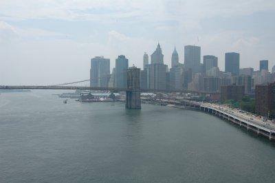 Brooklyn Bridge und Skyline Downtown Manhattan