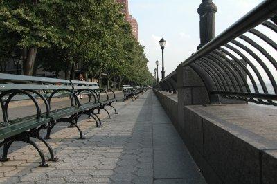 einsame Sitzbänke in New York