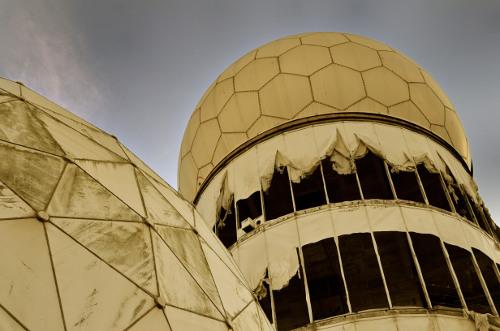 Hauptradarturm auf dem Teufelsberg in Berlin; viele weitere Bilder nach Klick verfügbar